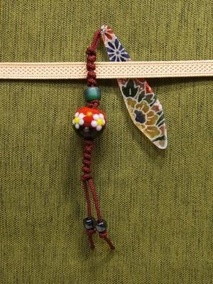 梅のとんぼ玉の帯飾り