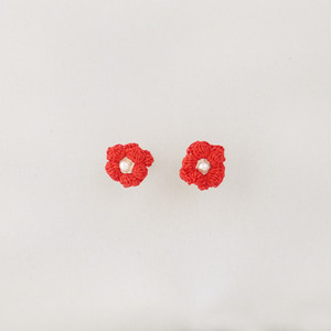 キンポウゲ スタッドピアス(紅色)