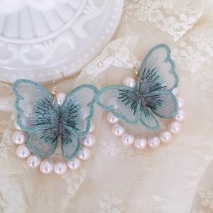〔蝶のサイズ変更あり〕蝶々×パールフープ ピアス