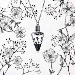 植物標本ネックレス【夜】●揺り動くハーバリウムのネックレス●