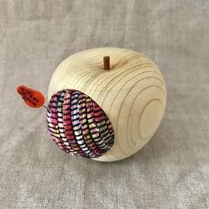 裂織(サクリ)と青森ヒバの針刺し りんご型