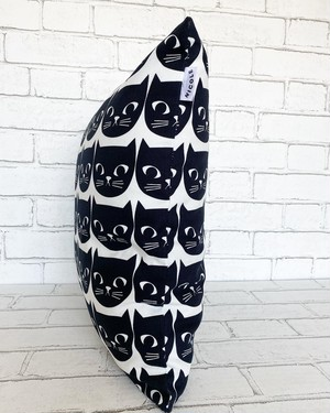 黒猫クッションカバー