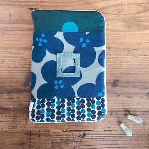 大きな母子手帳ケース*写真ポケット付き*ファスナー開き*A5サイズ*ネイビーフラワー