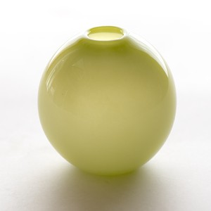 Balloon vase  -pistachio green-