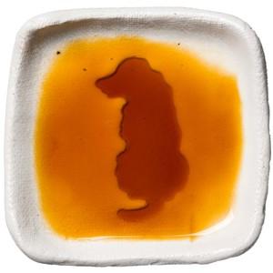 ゴールデン・レドリーバーのシルエットが浮かぶお醤油小皿(四角)