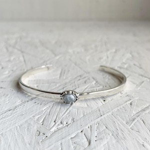 Howlite simple bangle