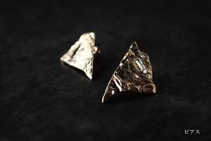 シワの三角ピアス・イヤリング(gold)