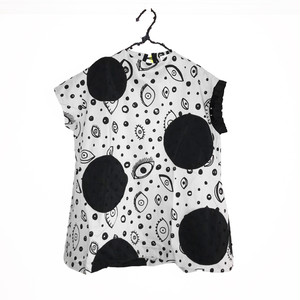 E/G UNEVEN DOTS ASYMMETRIC SLEEVES DRESS / WOMEN
