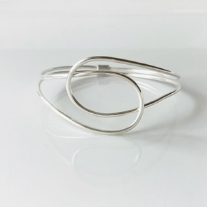 Knot bangle/silver type