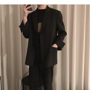 メンズカジュアルジャケット。フタなしポケットブラックカラー