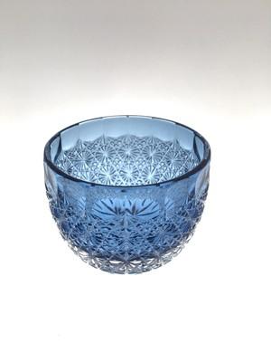 残り1個 江戸切子  送料無料 無料包装  内被せ藍色 クリスタルガラス ぐい吞 蕾 結婚祝 記念品 海外土産 古希祝 還暦祝 退職祝 冷酒グラス