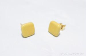 磁器のピアス【Mustard】