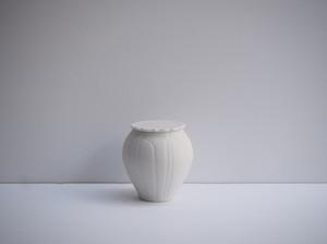 小林千恵 白磁焼締輪花蓋物