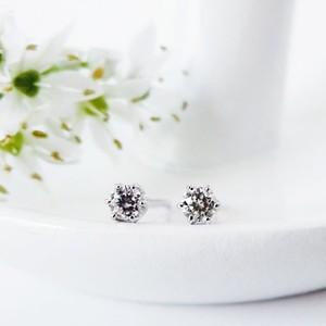 Pt900 可憐な小粒ダイヤモンドの1粒ピアス 0.05ct x2  プラチナ