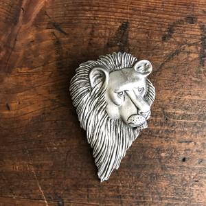 獅子ブローチ