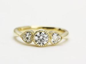 ハートのサイドストンのダイヤモンドリング