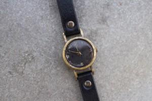 黒い文字盤の小さめ時計