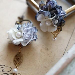 青い小花のピアス