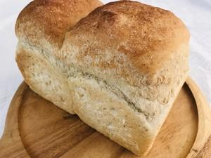 全粒粉入り食パン(1.5斤)