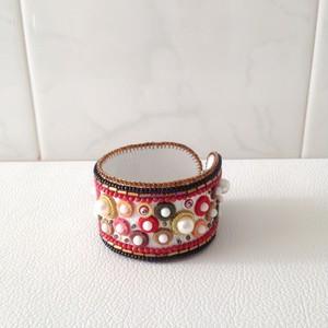 ビーズ刺繍✽赤いドットのシンプルブレスレット