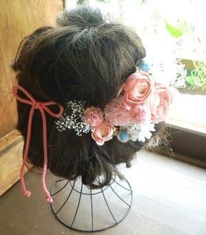 頬を染めるチークのようなピンクの着物用髪飾り