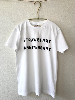 「STRAWBERRY ANNIVERSARY」 T-Shirts [ホワイト]