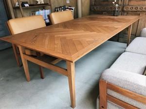 [~1000mm×1001~1500mm]ヘリンボーンの無垢コーヒーテーブル