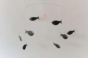 紙型モビール(魚の群れ)