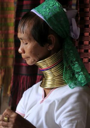 CO6 AS 101 首長族の女性