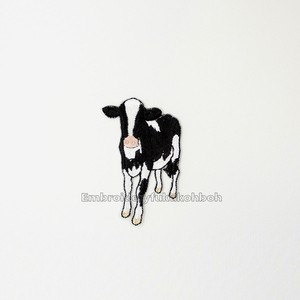 ホルスタインの子牛クロちゃん 牛 刺繍ワッペン