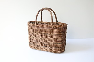 chocolate vine basket bag  / あけびの籠バッグ