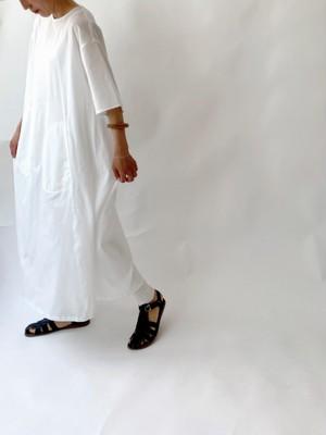 Front pocket dress/ white