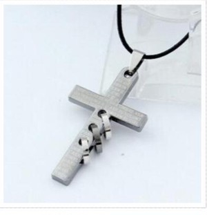 人気 の クロス 型 に トレンド の 複数 リング 型 を 組み合わせた おいしいとこ取り メンズ ネックレス プレゼント にも zbga003