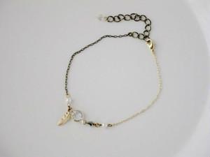 アンクレットにもなるクリスタルガラスのアシンメトリーブレスレット Swan feather(白鳥の羽根)