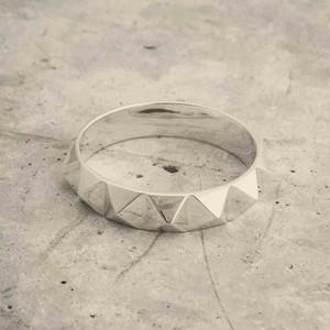 13 Pyramid Studs Ring