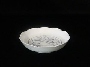 【井上萬二作】白磁紫牡丹彫文皿