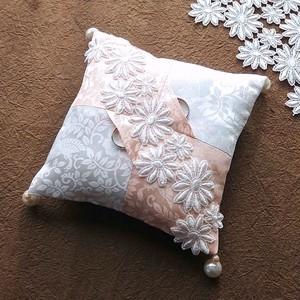 2色の綸子を縫い合わせた市松和風リングピロー