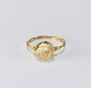 シェル(マザーオブパール)の薔薇(ベージュ) リング