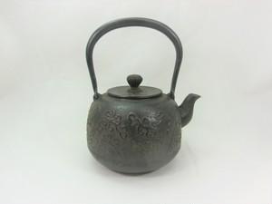 鉄瓶 なつめ形卍唐草 0.8L 菊池真吾