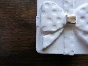 益子焼 よしざわ窯 金彩 プレゼントの小箱 リボン ドット