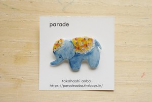 <NEW> parade brooch 象