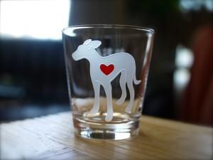 イタリアングレーハウンド彫刻グラス(ハート&クローバー)