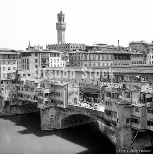 1962年撮影 ヴェッキオ橋 フィレンツェ モノクロ写真【344196201】