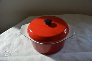 赤いホーローの鍋