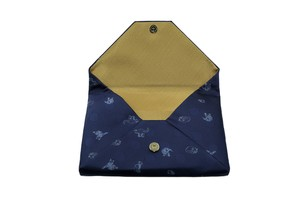 Atelier Kyoto Nishijin/お茶目な猫が可愛いすぎる・西陣織シルク・和風クラッチ・B5サイズタブレット対応・留紺(とめこん)・日本製