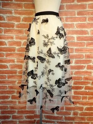 ロングスカートフレアベージュチュール 立体黒蝶レース付き