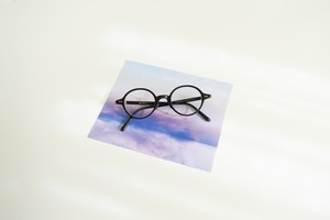 青い空と湖の、メガネ拭き