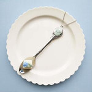 バラの花の砂糖漬け&ティースプーン(ブルー)ネックレス/バッグチャーム
