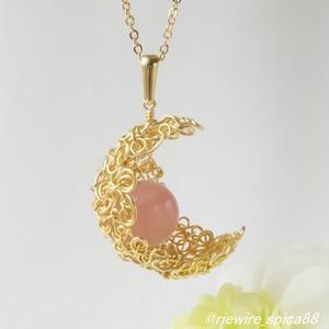 *槿花色*ディープローズクォーツの月形ペンダント
