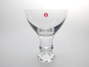 バブルが印象的なカクテルグラス